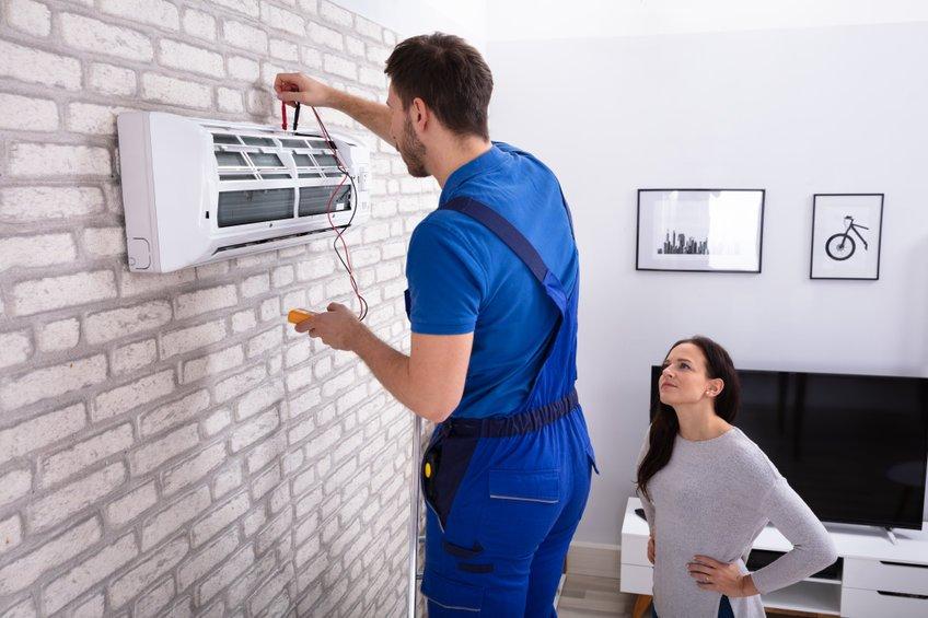 Professionnel pour la mise en service de climatisation bi-split à Toulouse